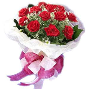 Sivas çiçek yolla  11 adet kırmızı güllerden buket modeli