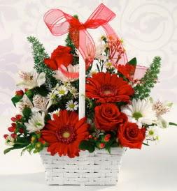 Karışık rengarenk mevsim çiçek sepeti  Sivas çiçek siparişi sitesi