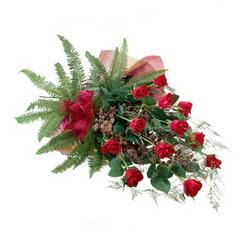 Sivas çiçekçiler  10 adet kirmizi gül özel buket çiçek siparisi
