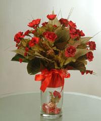 yapay güllerden vazo  9 gül  Sivas online çiçek gönderme sipariş