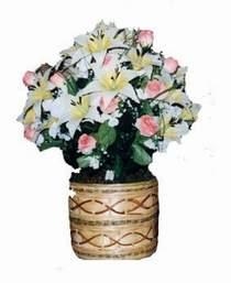 yapay karisik çiçek sepeti   Sivas anneler günü çiçek yolla