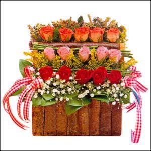 sandikta 3 kat güllerden   Sivas çiçek siparişi vermek