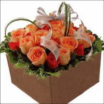 kare sandikta 11 gülllerden   Sivas çiçek , çiçekçi , çiçekçilik