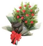12 adet kirmizi gül buketi   Sivas çiçek , çiçekçi , çiçekçilik
