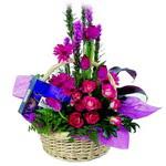 çikolata ve sepette çiçek   Sivas online çiçekçi , çiçek siparişi