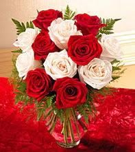 Sivas online çiçek gönderme sipariş  5 adet kirmizi 5 adet beyaz gül cam vazoda