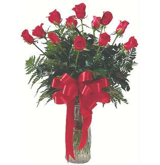 12 adet gül cam içerisinde  Sivas çiçek siparişi vermek