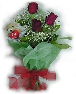 3 adet gül ve küçük ayicik buketi  Sivas internetten çiçek siparişi