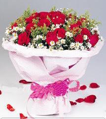 Sivas hediye çiçek yolla  12 ADET KIRMIZI GÜL BUKETI