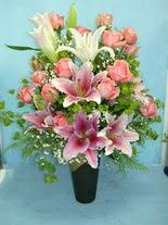 Sivas hediye çiçek yolla  cam vazo içerisinde 21 gül 1 kazablanka