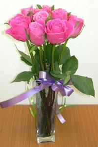 cam vazo içerisinde 11 adet gül  Sivas hediye çiçek yolla