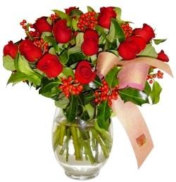 Sivas çiçek , çiçekçi , çiçekçilik  11 adet kirmizi gül  cam aranjman halinde