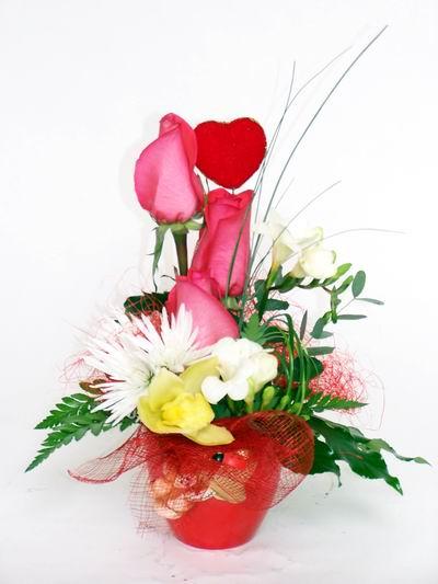 Sivas çiçekçi telefonları  cam içerisinde 3 adet gül ve kir çiçekleri