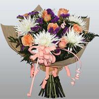 güller ve kir çiçekleri demeti   Sivas çiçekçi mağazası