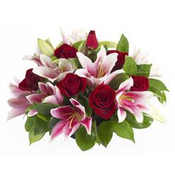güller ve kazablnaklardan aranjman  Sivas cicekciler , cicek siparisi