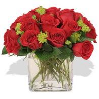 Sivas çiçek gönderme sitemiz güvenlidir  10 adet kirmizi gül ve cam yada mika vazo