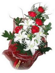 Sivas çiçek online çiçek siparişi  5 adet kirmizi gül 1 adet kazablanka çiçegi buketi