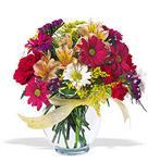 Sivas çiçek gönderme  cam yada mika vazo içerisinde karisik kir çiçekleri