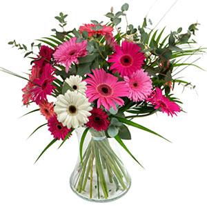 15 adet gerbera ve vazo çiçek tanzimi  Sivas çiçekçiler