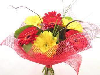 9 adet gerbera çiçeklerinden buket  Sivas çiçek yolla