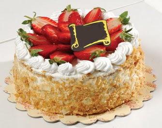 uygun pastaneler 4 ile 6 kisilik çilekli yas pasta lezzetli  Sivas internetten çiçek satışı