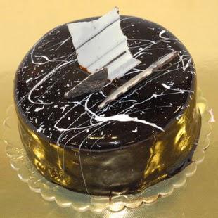 pasta gönder 4 ile 6 kisilik parça çikolatali yaspasta  Sivas çiçek siparişi sitesi