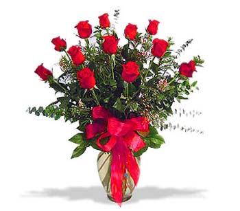 çiçek siparisi 11 adet kirmizi gül cam vazo  Sivas çiçekçiler