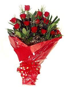 12 adet kirmizi gül buketi  Sivas çiçekçi mağazası