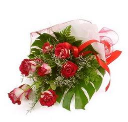 Çiçek gönder 9 adet kirmizi gül buketi  Sivas internetten çiçek satışı