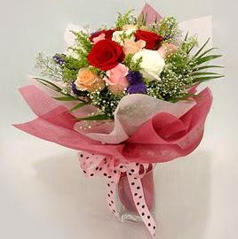 Karisik renklerde 11 adet gül buketi  Sivas İnternetten çiçek siparişi