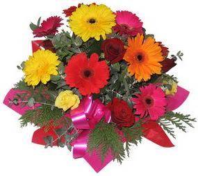 Karisik mevsim çiçeklerinden buket  Sivas uluslararası çiçek gönderme