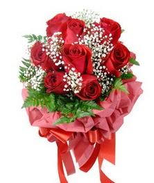 9 adet en kaliteli gülden kirmizi buket  Sivas anneler günü çiçek yolla