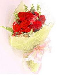 9 adet kirmizi gül buketi  Sivas internetten çiçek siparişi