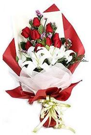 Sivas çiçek satışı  9 adet gül 2 adet kazablanka buketi
