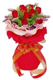 Sivas çiçek siparişi vermek  8 Adet kirmizi güllerden buket tanzimi