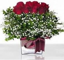 Sivas hediye çiçek yolla  mika yada cam vazo içerisinde 7 adet gül