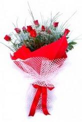 Sivas yurtiçi ve yurtdışı çiçek siparişi  9 adet kirmizi gül buketi demeti