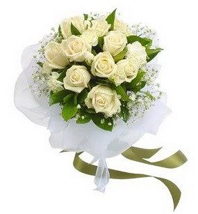 Sivas kaliteli taze ve ucuz çiçekler  11 adet benbeyaz güllerden buket