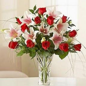 Sivas hediye sevgilime hediye çiçek  12 adet kırmızı gül 1 dal kazablanka çiçeği