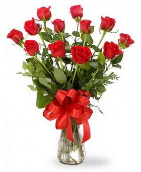 Sivas çiçek gönderme  12 adet kırmızı güllerden vazo tanzimi