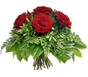Sivas hediye sevgilime hediye çiçek  5 adet kırmızı gülden buket