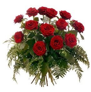 Sivas hediye çiçek yolla  15 adet kırmızı gülden buket