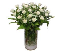Sivas çiçek mağazası , çiçekçi adresleri  cam yada mika Vazoda 12 adet beyaz gül - sevenler için ideal seçim