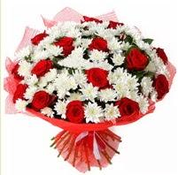 11 adet kırmızı gül ve beyaz kır çiçeği  Sivas hediye çiçek yolla