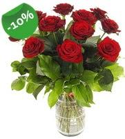 11 adet vazo içerisinde kırmızı gül  Sivas çiçekçiler