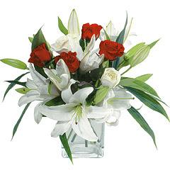 vazo içerisinde 4 gül 1 adet kazablanka  Sivas çiçekçiler