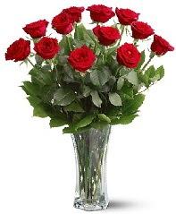 11 adet kırmızı gül vazoda  Sivas çiçek siparişi sitesi