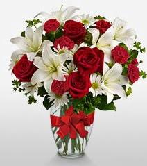 Eşsiz vazo tanzimi güller kazablankalar  Sivas çiçekçiler