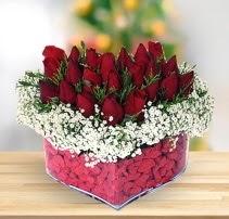 15 kırmızı gülden kalp mika çiçeği  Sivas çiçek yolla