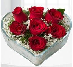 Kalp içerisinde 7 adet kırmızı gül  Sivas anneler günü çiçek yolla